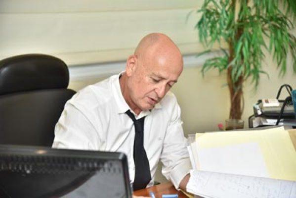 עורך-דין-דני-אורדן-בעבודה